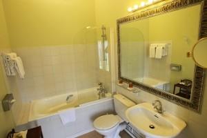 Chambre Prestige salle de bain hotel challans